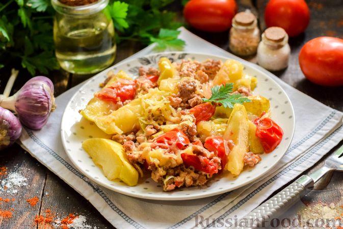 Фото к рецепту: Мясной фарш, тушенный с яблоками и помидорами