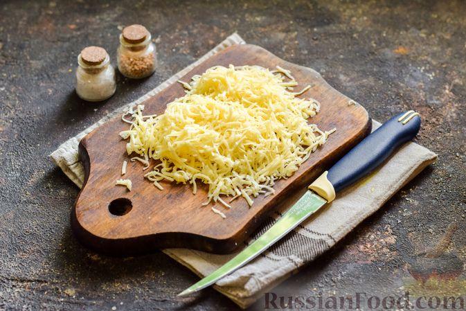 Фото приготовления рецепта: Мясной фарш, тушенный с яблоками и помидорами - шаг №9