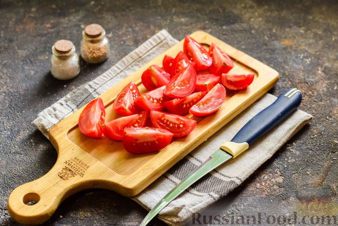 Фото приготовления рецепта: Мясной фарш, тушенный с яблоками и помидорами - шаг №6