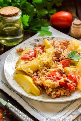 Фото приготовления рецепта: Мясной фарш, тушенный с яблоками и помидорами - шаг №12