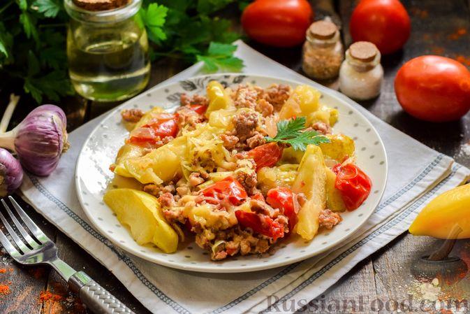 Фото приготовления рецепта: Мясной фарш, тушенный с яблоками и помидорами - шаг №13