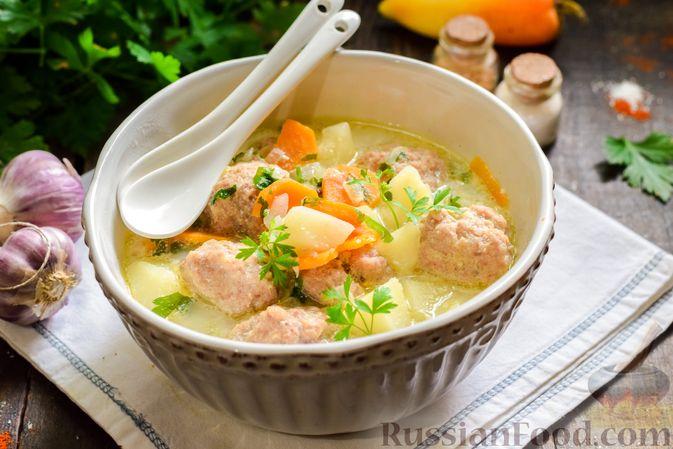 Фото к рецепту: Сливочный суп  с мясными фрикадельками