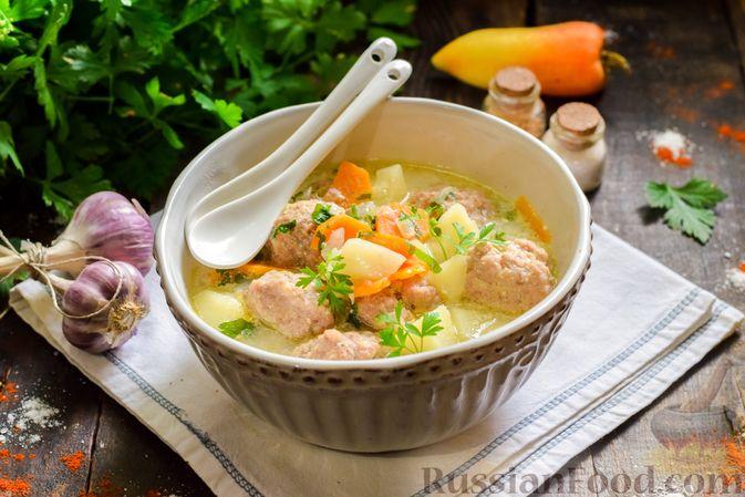 Фото приготовления рецепта: Сливочный суп  с мясными фрикадельками - шаг №16