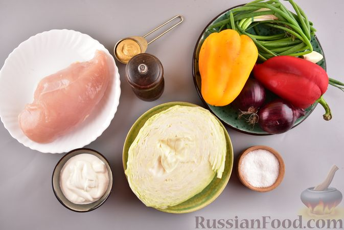 Фото приготовления рецепта: Салат с курицей, болгарским перцем, капустой и сметанно-горчичной заправкой - шаг №1
