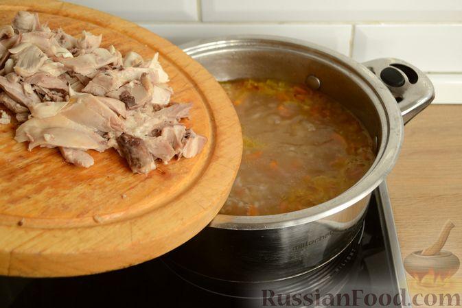 Фото приготовления рецепта: Куриный суп с помидорами и рисом - шаг №14