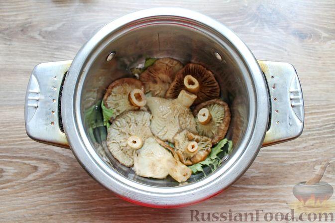 Фото приготовления рецепта: Солёные волнушки (на зиму) - шаг №7