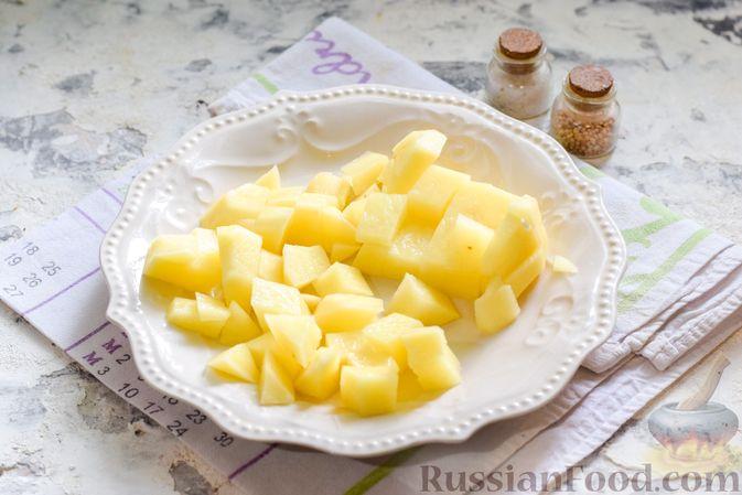 Фото приготовления рецепта: Борщ с цветной капустой и тушенкой - шаг №2