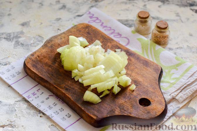 Фото приготовления рецепта: Борщ с цветной капустой и тушенкой - шаг №3