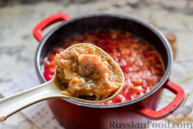 Фото приготовления рецепта: Борщ с цветной капустой и тушенкой - шаг №6