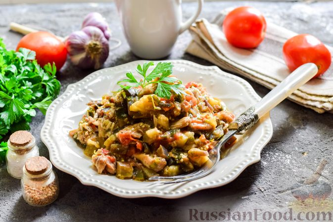 Фото к рецепту: Баклажаны с тушёнкой и помидорами