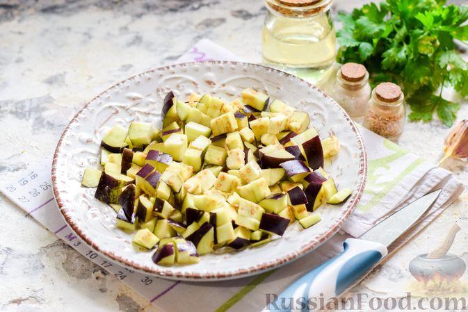 Фото приготовления рецепта: Баклажаны с тушёнкой и помидорами - шаг №2
