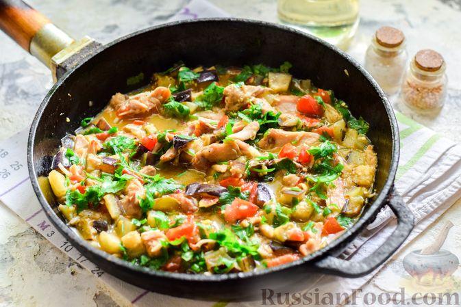 Фото приготовления рецепта: Баклажаны с тушёнкой и помидорами - шаг №8