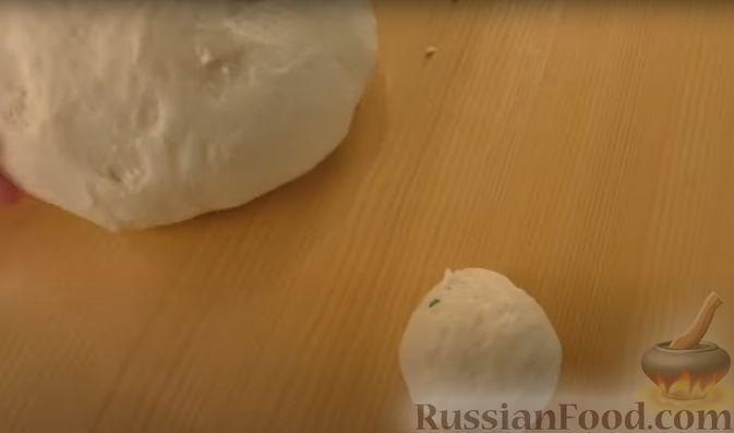 Фото приготовления рецепта: Пирог-цветок из дрожжевого теста с творожной начинкой - шаг №4