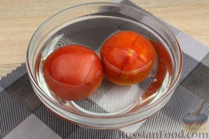 Фото приготовления рецепта: Куриный суп с помидорами и яйцами - шаг №3
