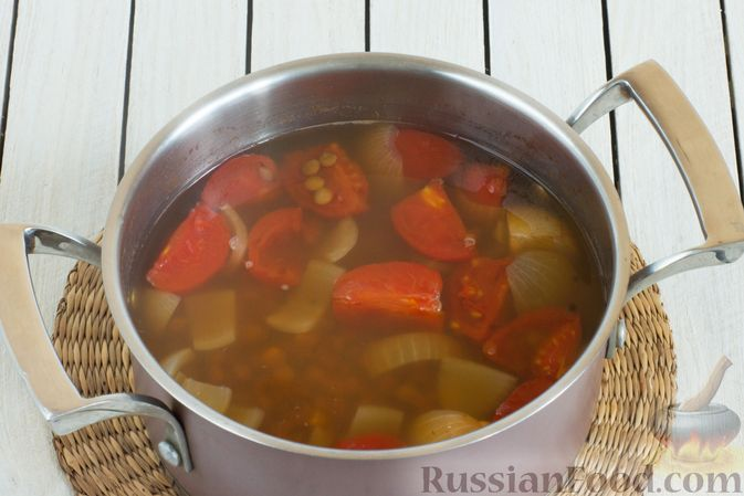 Фото приготовления рецепта: Чечевичный суп-пюре с помидорами - шаг №5