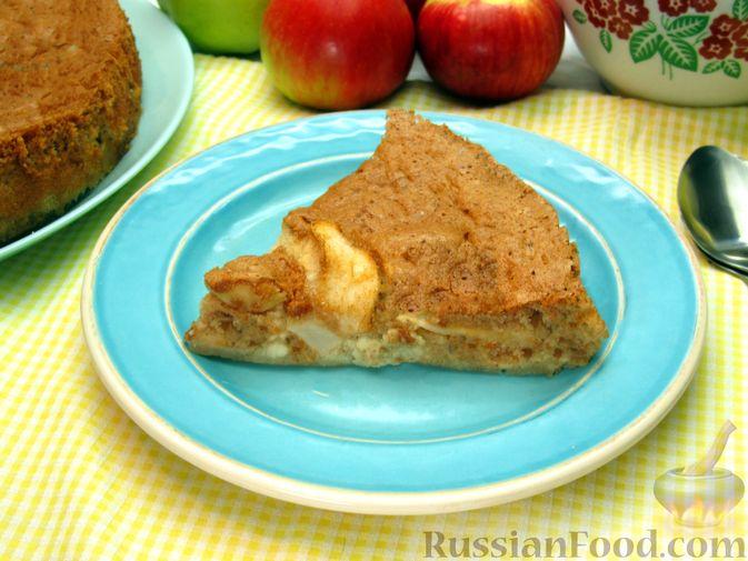 Фото к рецепту: Творожный пирог с яблоками и корицей