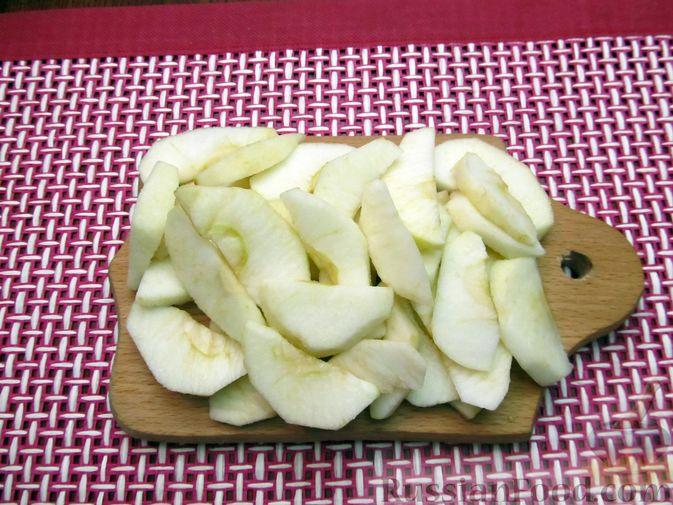 Фото приготовления рецепта: Творожный пирог с яблоками и корицей - шаг №9