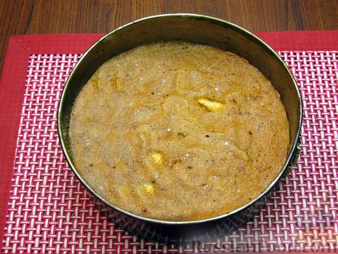 Фото приготовления рецепта: Творожный пирог с яблоками и корицей - шаг №11