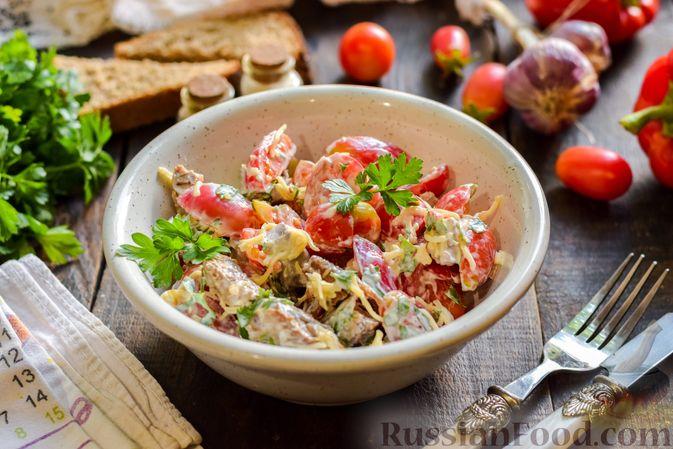 Фото к рецепту: Салат с говядиной, помидорами и сыром