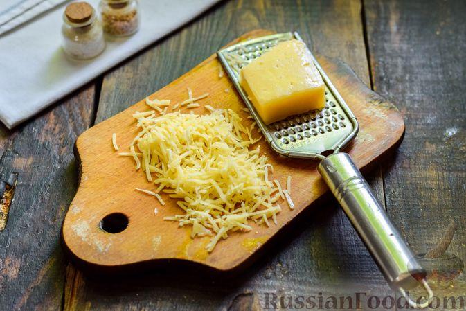 Фото приготовления рецепта: Салат с говядиной, помидорами и сыром - шаг №5