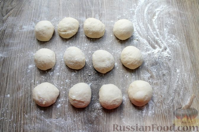 Фото приготовления рецепта: Дрожжевые пирожки с куриными желудочками и кабачками - шаг №13