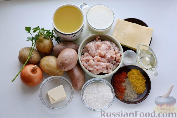 Фото приготовления рецепта: Отварной картофель, запечённый с куриным фаршем, под сливочно-сырным соусом - шаг №1
