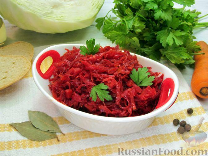 Фото к рецепту: Капуста, тушенная с морковью и свёклой