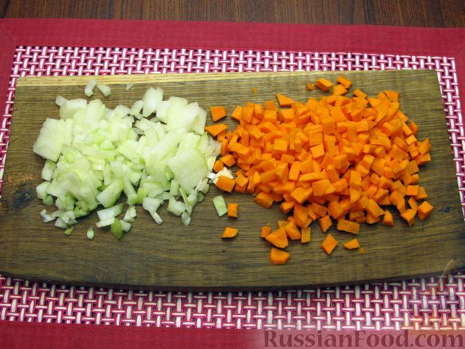 Фото приготовления рецепта: Капуста, тушенная с морковью и свёклой - шаг №2
