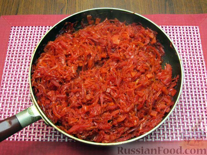Фото приготовления рецепта: Капуста, тушенная с морковью и свёклой - шаг №10