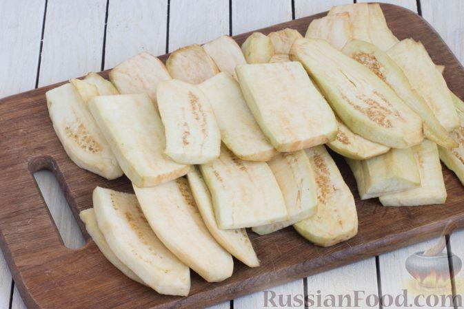 Фото приготовления рецепта: Баклажаны с помидорами, перцем и луком - шаг №2