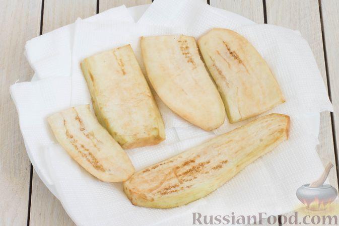 Фото приготовления рецепта: Баклажаны с помидорами, перцем и луком - шаг №3