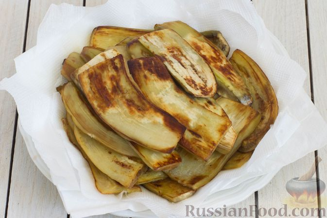 Фото приготовления рецепта: Баклажаны с помидорами, перцем и луком - шаг №4
