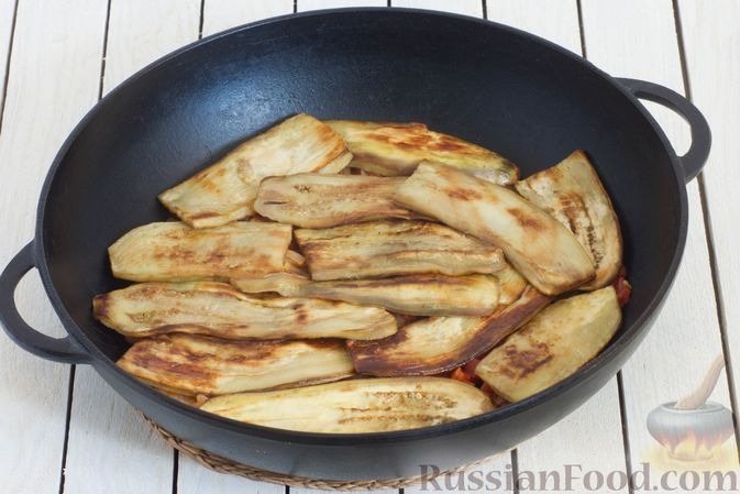 Фото приготовления рецепта: Баклажаны с помидорами, перцем и луком - шаг №14
