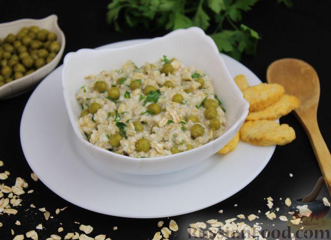 Фото к рецепту: Овсянка с консервированным горошком, чесноком и зеленью