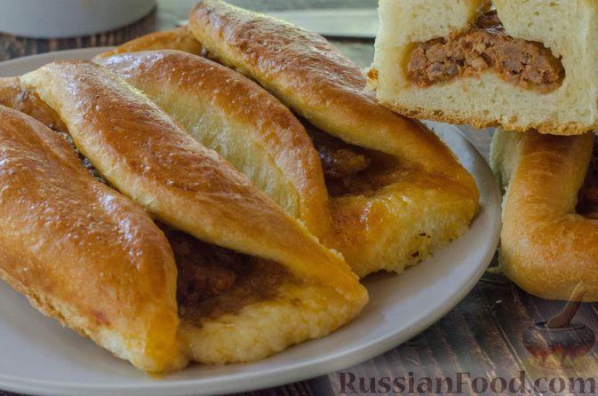 Фото к рецепту: Открытые пирожки с пикантной начинкой из мясного фарша с овощами