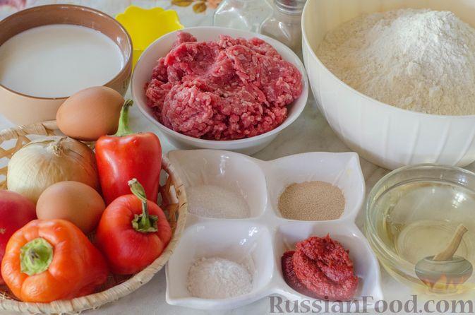 Фото приготовления рецепта: Открытые пирожки с пикантной начинкой из мясного фарша с овощами - шаг №1