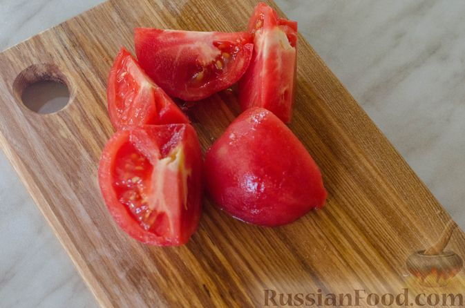 Фото приготовления рецепта: Открытые пирожки с пикантной начинкой из мясного фарша с овощами - шаг №9
