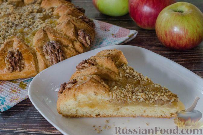 Фото к рецепту: Песочный тарт с яблоками и орехами