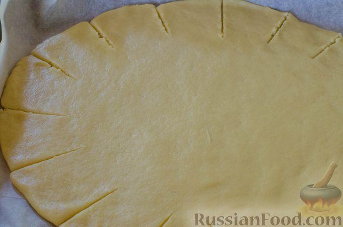 Фото приготовления рецепта: Песочный тарт с яблоками и орехами - шаг №14