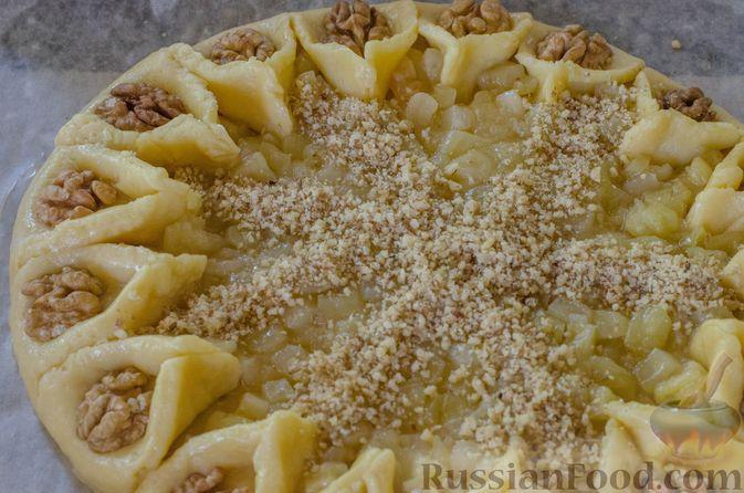Фото приготовления рецепта: Песочный тарт с яблоками и орехами - шаг №21