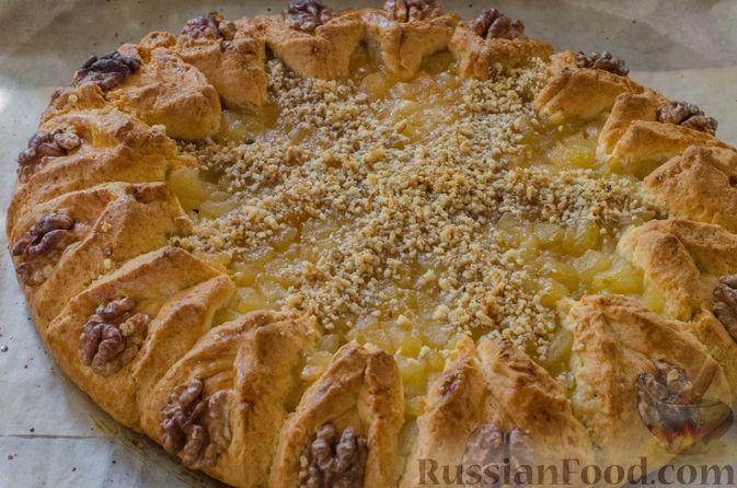 Фото приготовления рецепта: Песочный тарт с яблоками и орехами - шаг №22