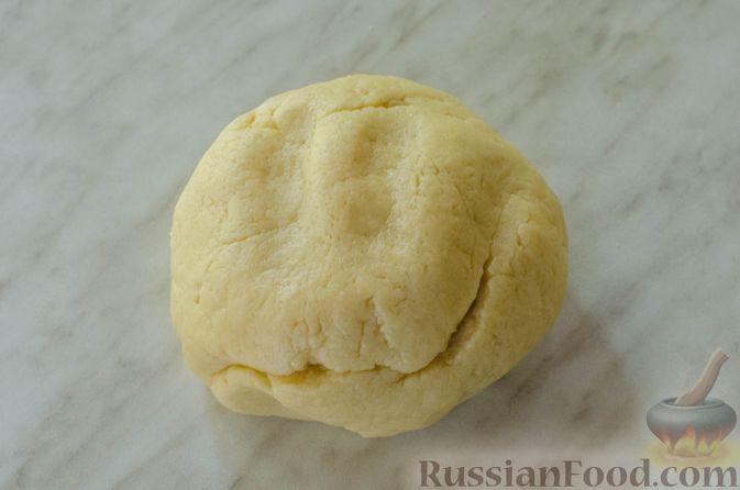 Фото приготовления рецепта: Яблочный пирог с карамелью - шаг №8