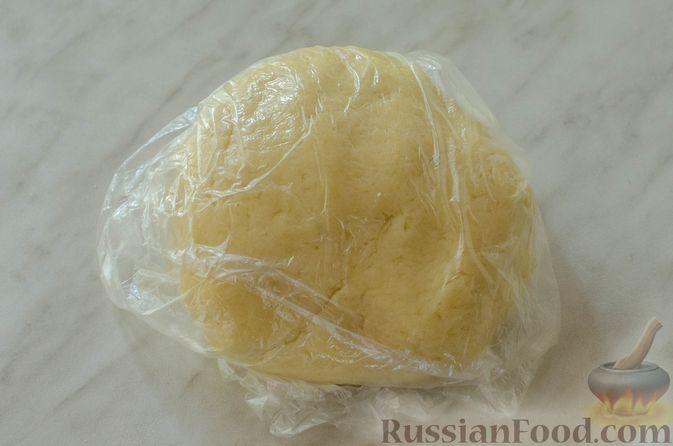 Фото приготовления рецепта: Яблочный пирог с карамелью - шаг №9
