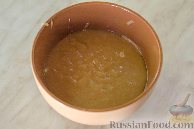 Фото приготовления рецепта: Яблочный пирог с карамелью - шаг №16