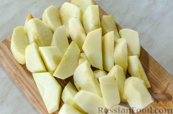 Фото приготовления рецепта: Яблочный пирог с карамелью - шаг №20