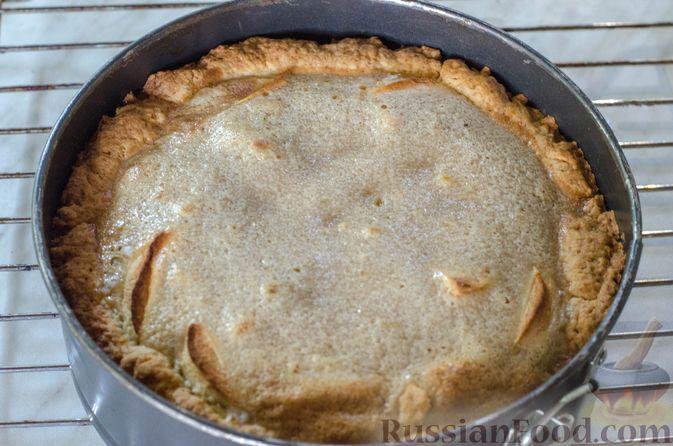 Фото приготовления рецепта: Яблочный пирог с карамелью - шаг №25