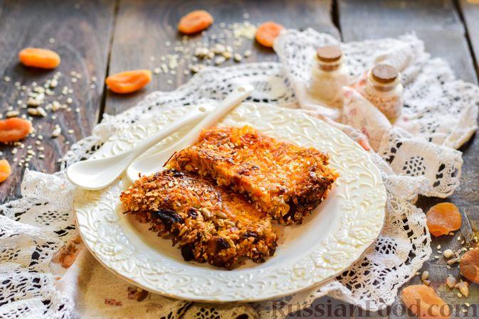Фото к рецепту: Десерт из моркови с курагой, овсяными хлопьями и семечками