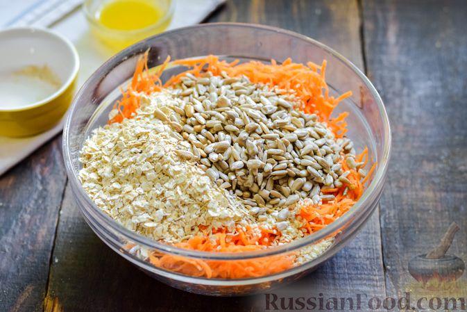 Фото приготовления рецепта: Десерт из моркови с курагой, овсяными хлопьями и семечками - шаг №4
