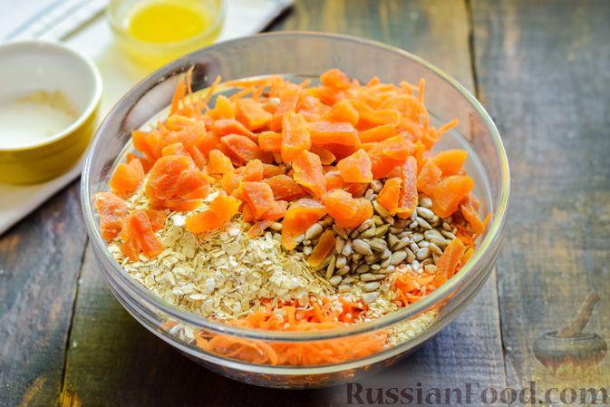Фото приготовления рецепта: Десерт из моркови с курагой, овсяными хлопьями и семечками - шаг №5