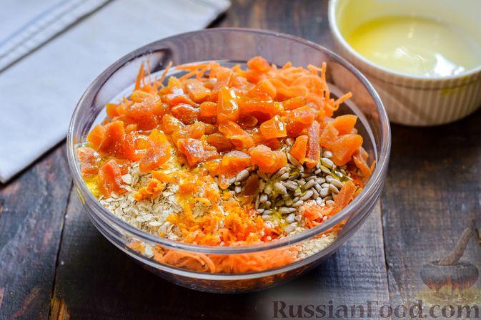 Фото приготовления рецепта: Десерт из моркови с курагой, овсяными хлопьями и семечками - шаг №6